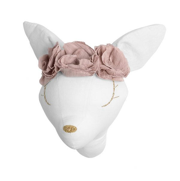White linen deer with pouder flowers